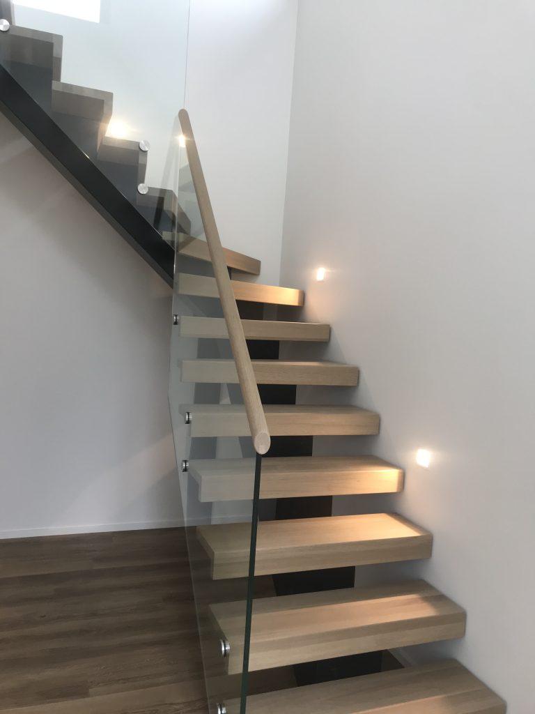 Trappe med glas gelænder - Tømrerfirma Nibe