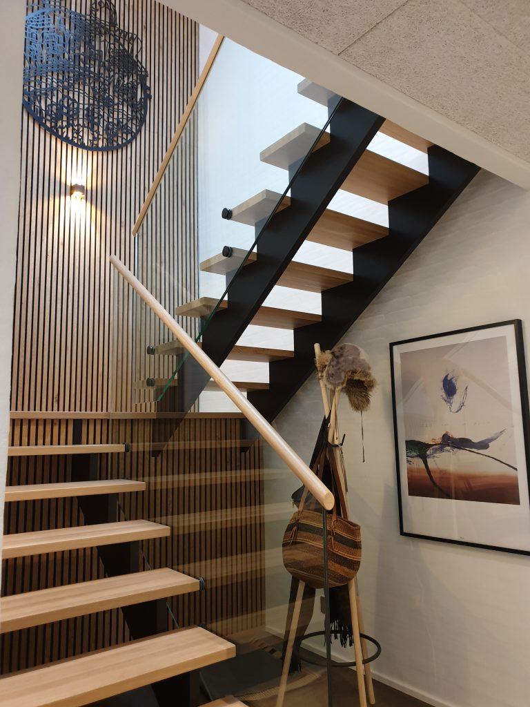 Special designet trappe med glasværn