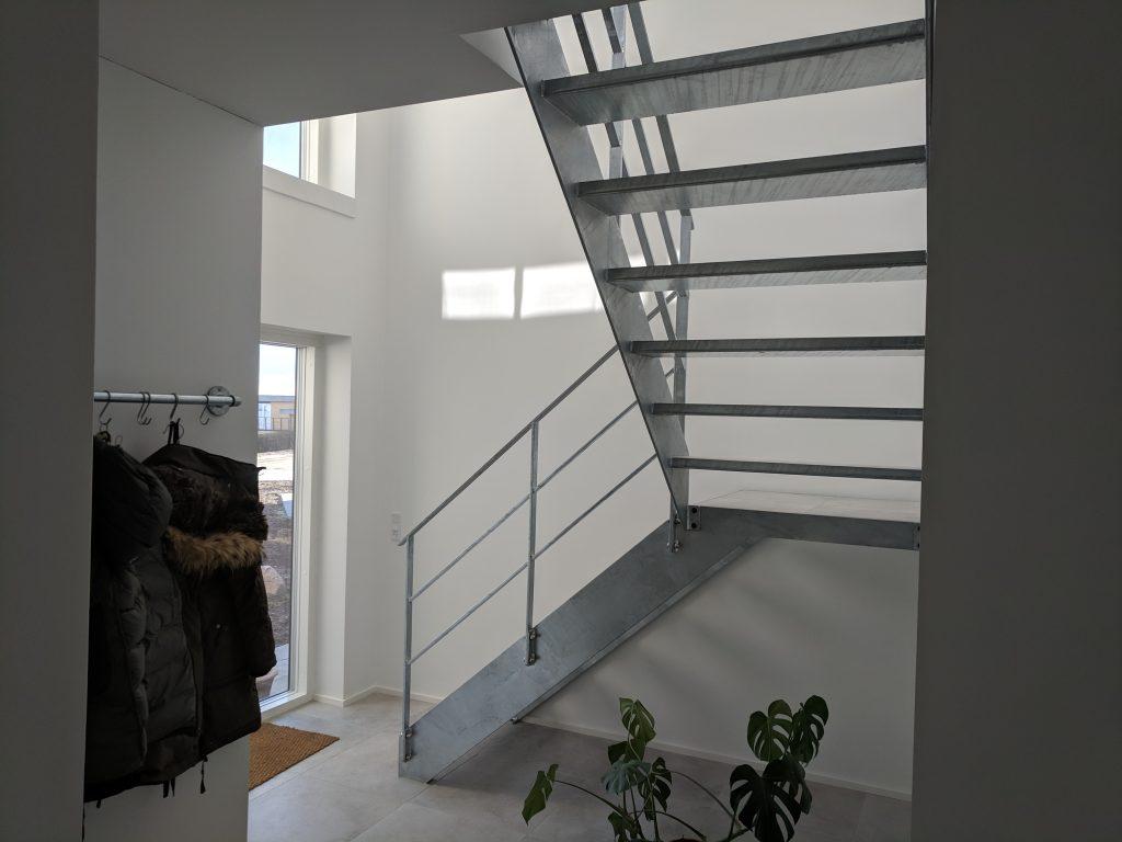 Ståltrappe bygget af Tømrerfirma Mogens Bach